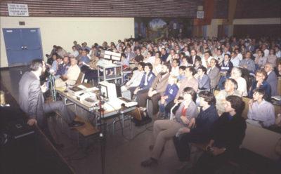 Et TPUG-møte i 1984 – legg merke til hvor mange forskjellige slags mennesker møtet tiltrakk seg.