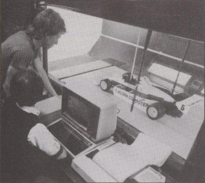 David Hunt (t.v.) under testing i vindtunnell (selvsagt styrt av en BBC Micro).