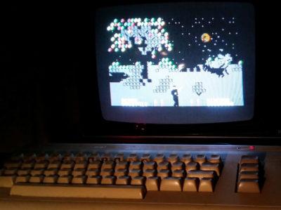 Spillets «blokkete» grafikk tar seg litt bedre ut på en gammel CRT-skjerm.