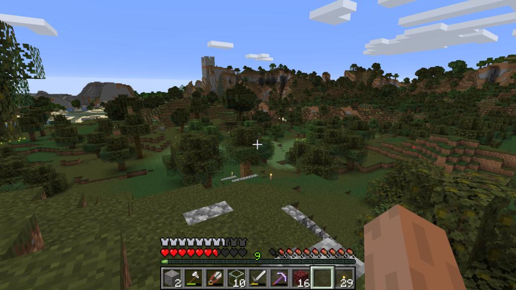 Et veldig firkantet slott i det fjerne.
